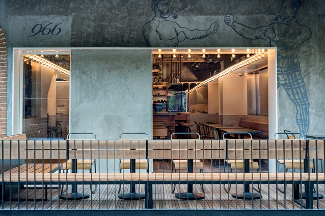New York-style gastro pub Tribeca features concrete ceilings and walls.