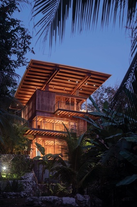 The house incorporates a large solar array and rainwater collection system, and operates passively in the temperate semi-tropical environment.