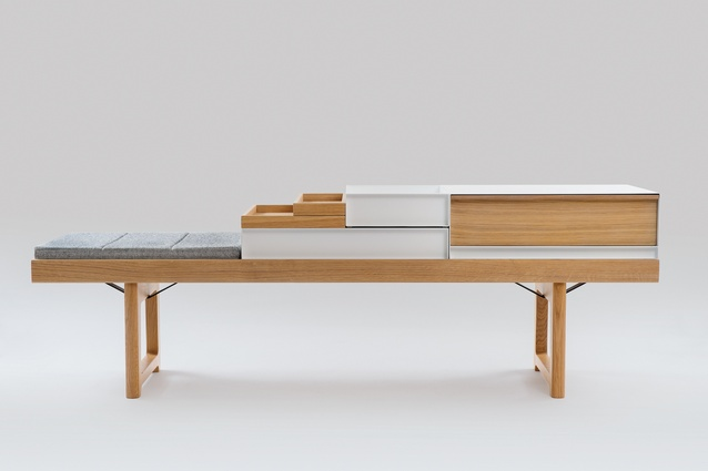 This multipurpose bench features a raised edge that allows it to accommodate stackable accessories, such as trays and drawers.