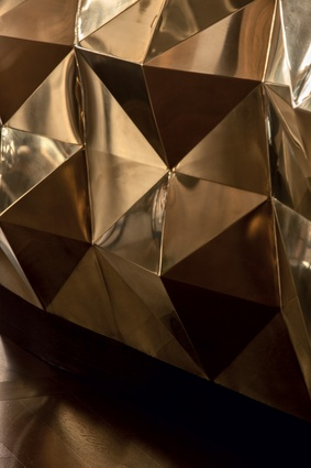 The reflecting patterns of the faceted-brass-plate.